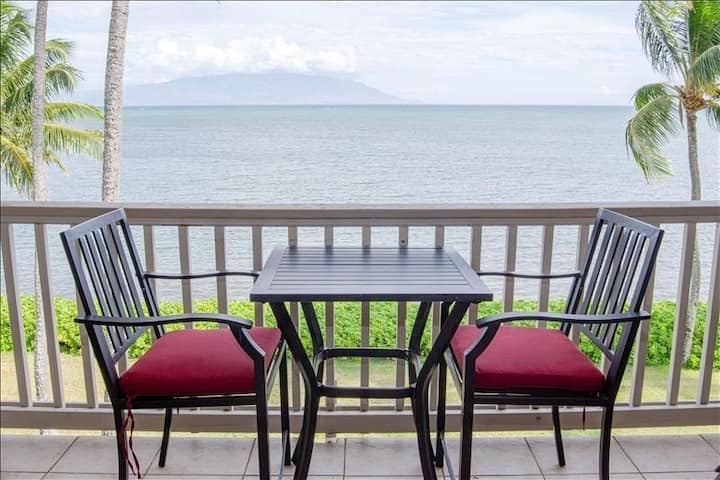 Gorgeous Oceanfront Condo on Top Floor w/WiFi, Lanai, Water Views, Shared Pool