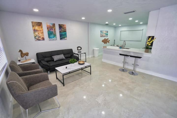 NEW 2 Bedroom House Minutes from Beach and Aventura Mall
