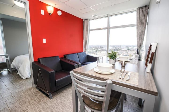 Spacious 3 Bedroom Condo *Lester Suites* with Double Balcony