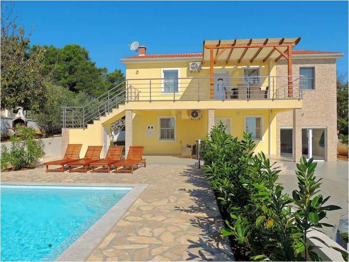 Villa for 13 persons in Krk R107431