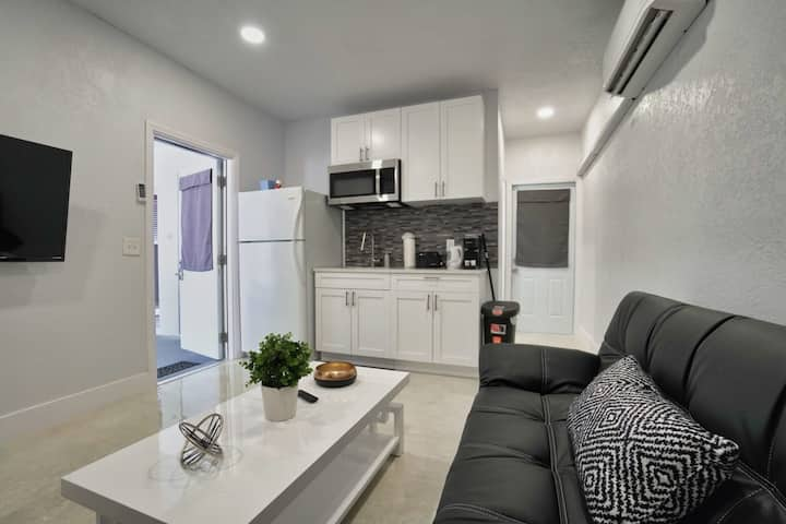 NEW Boutique One Bedroom Close to Aventura Mall & Beach