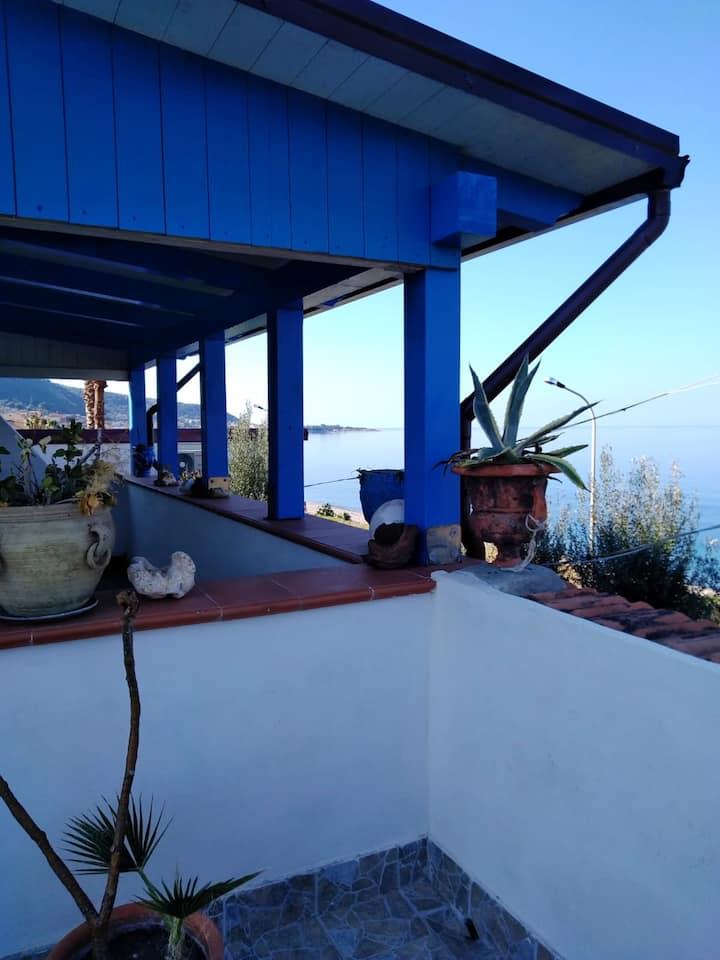 Leilighet med 2 soverom i Marina di Caronia med fantastisk havutsikt, innredet balkong og Wi-Fi - 30 m fra stranden