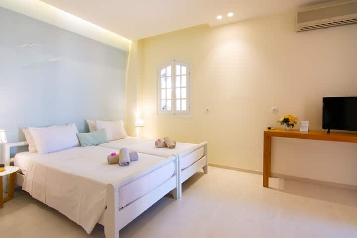 Explore the City from our Modern & Homely Suite in Ag. Nikolaos