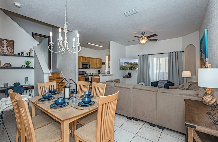 3 Bed Premium Townhome close to pool