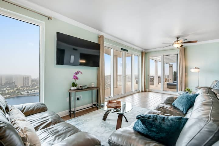 16th Floor Penthouse w/ Panoramic Views, Shared Pools/Hot Tubs, & Beach Access