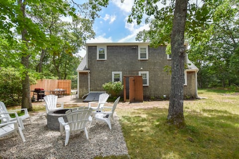 #462: 0.8 Miles to Cooks Brook Beach, Kid's Game Space, Yard and Patio, Outdoor Shower, and A/C!