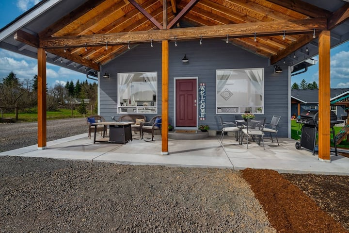 Serene and Comfortable Guest House, Fantastic Outdoor Seating /w Fire Table, BBQ, 2 Miles to Newberg