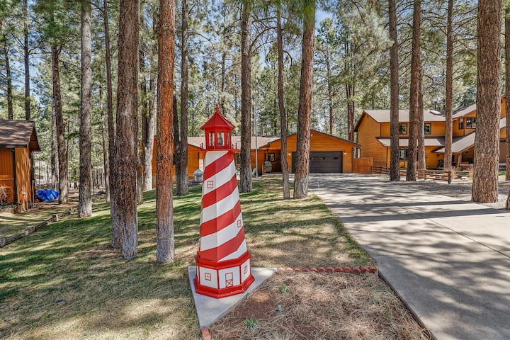 New Listing! Pristine Cabin on Wooded Lot. Fantastic Location! Pool Table!