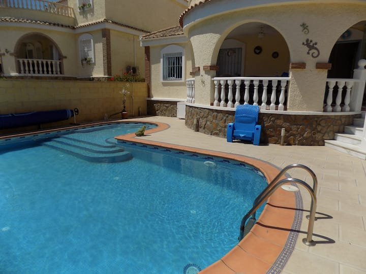 3 Bed, Villa, private swimming pool, air con,wifi