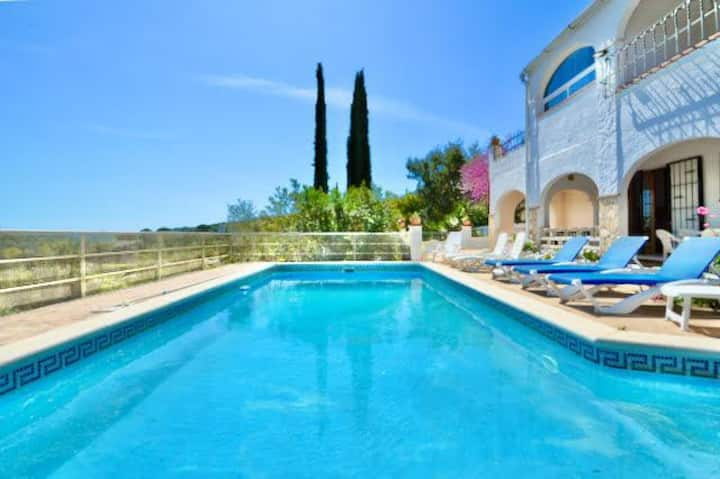 Villa Jolie-LloretHoliday, private pool, barbecue, mountain views