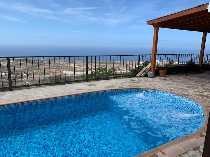 Holiday Villa El Barranco with Sea and Mountain View, Wi-Fi, Disabled Accessible Pool & Terrace; Parking Available