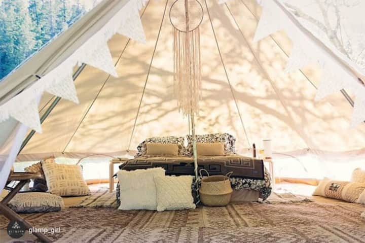 Lovely 2 person glamping bell tent Woodpecker