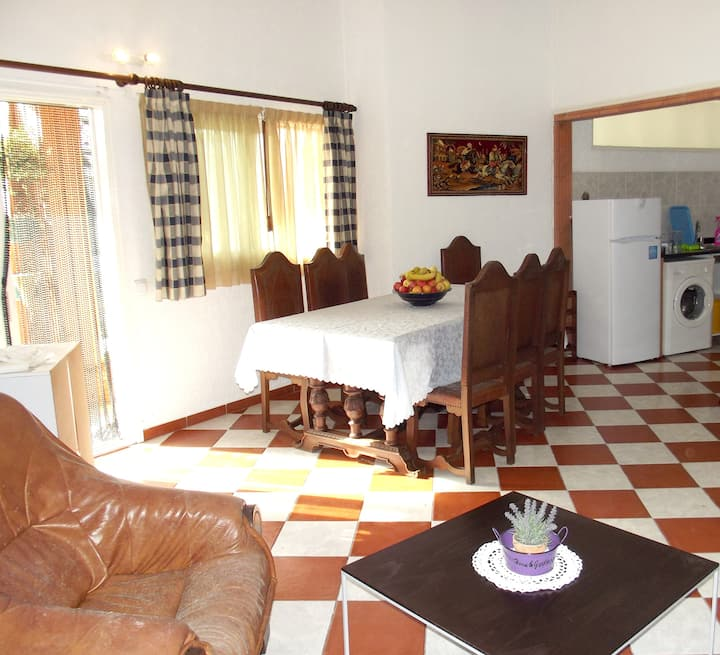 House with 2 bedrooms in Apúlia, with shared pool, enclosed garden and WiFi