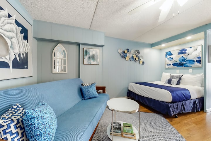 Adorable Studio Condo in Heart of Town W/ Shared Pools, Easy Beach Access & More