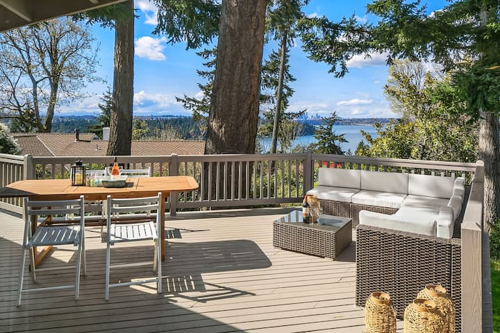 Sunny Family Retreat with a Private Deck and Beautiful Water, City, Mountain View | ♕4 Royal BRs, GameRoom, Gym