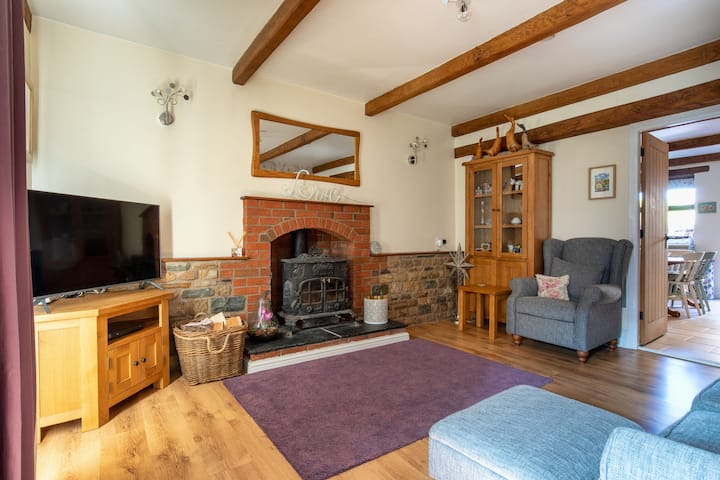 The Old Police House - Ideal for exploring the Lakes or Dales (Dog-friendly)