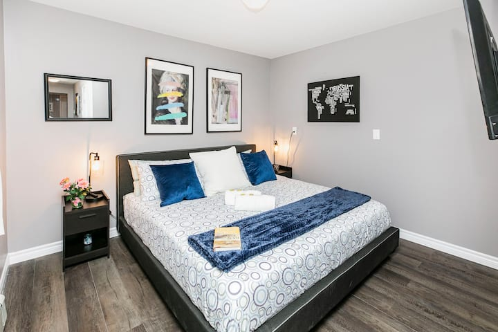 Newly Renovated - Modern 1BR with King Bed - Byward Market