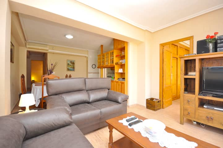 Apartment with 3 bedrooms in Torrevieja, with wonderful city view, furnished balcony and WiFi
