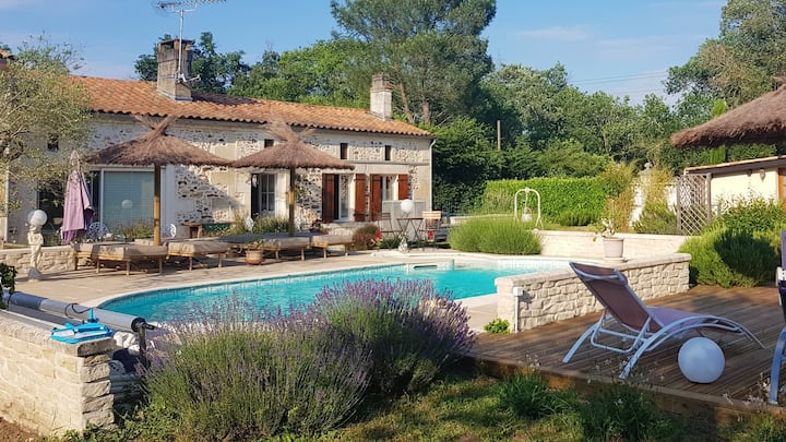 House with one bedroom in Bussac-Forêt, with shared pool and WiFi