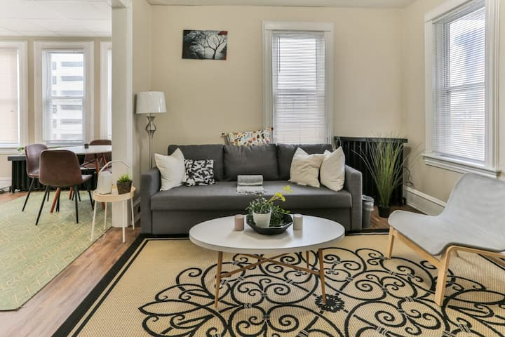 ★Stylish & Comfy★ | Near the Boardwalk, ♛Queen Bed