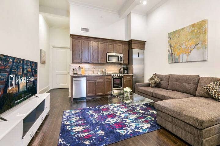 Hosteeva | 1BR Condo Blocks to French Quarter