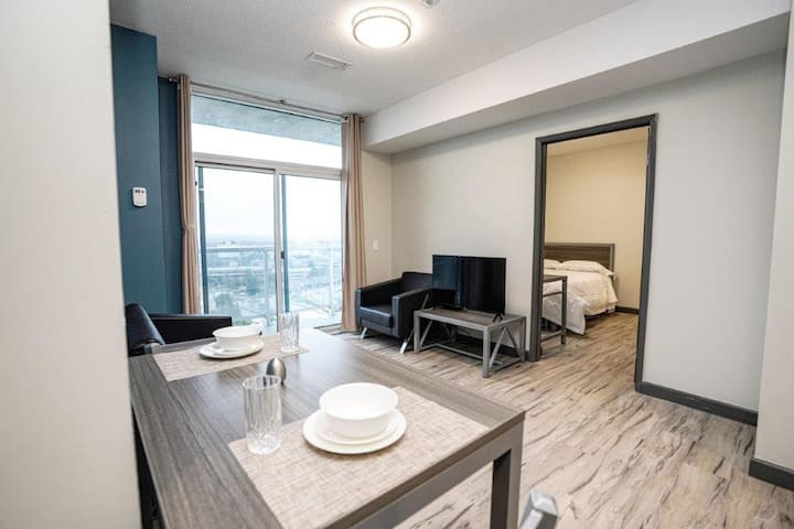 1703 1 Bedroom Private Waterloo Suite with a Balcony