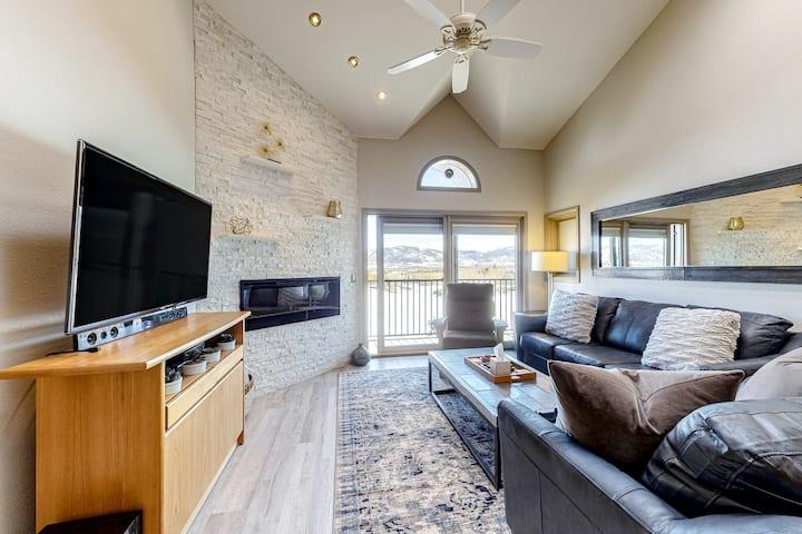 Luxury Condo w/ Free WiFi, a Gas Fireplace, Washer/Dryer, plus Mountain Views