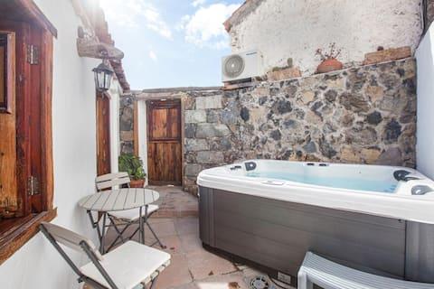 """""""Casa Rural Vidal"""" con vistas al mar, jacuzzi, Wi-Fi, aire acondicionado y terraza."""