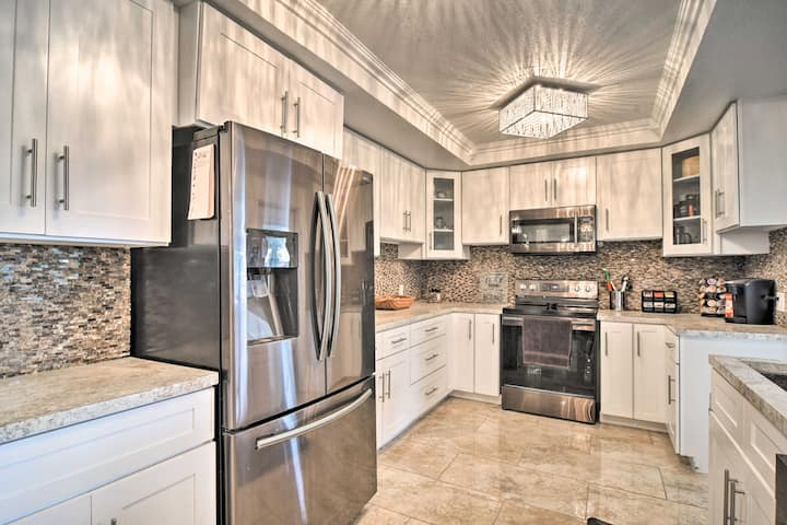 Fully Equipped Kitchen | Spices | Toaster | Trash Bags/Paper Towels Provided