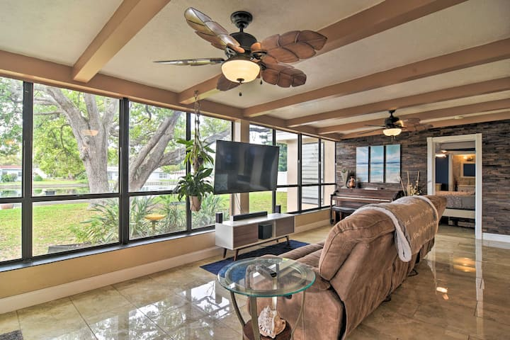 Living Room | Central A/C & Heat | Free WiFi | Smart TV | Piano