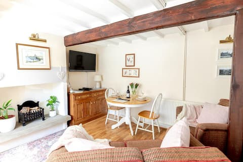FRANCE FOLD COTTAGE /  LUXURY AND COSY 1 BED ACCOMMODATION CLOSE TO HOLMFIRTH, YORKSHIRE