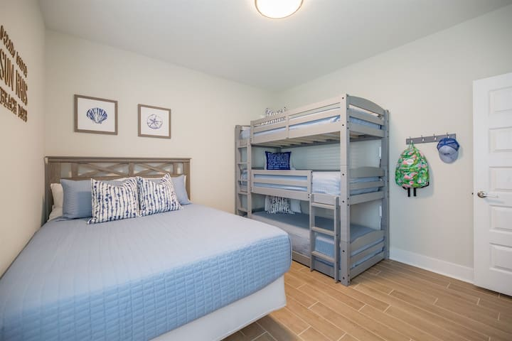 Queen size bed with twin triple bunks