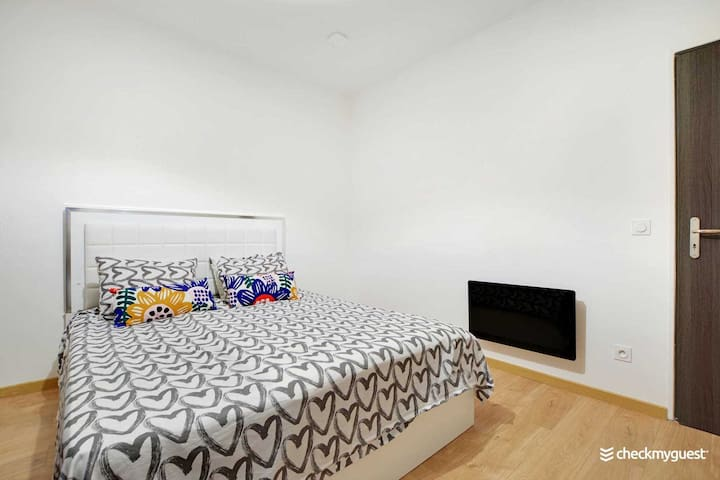 Chambre 1 // Bedroom 1
