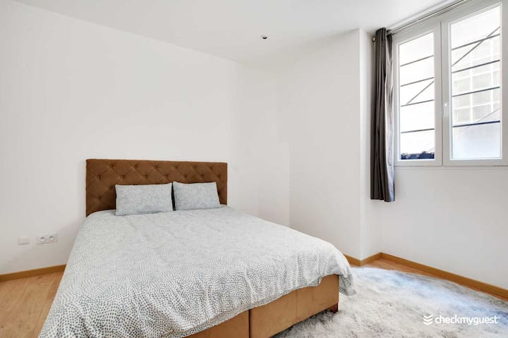 Chambre 2 // Bedroom 2