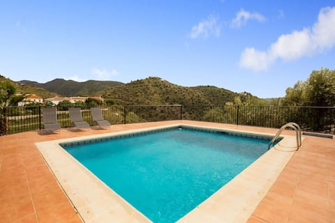 Picturesque Holiday Home in Andalucía with Private Pool