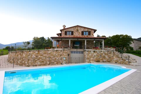 Timeless villa in Cagli with garden and swimming pool