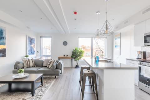 NEW - Upscale 3BR Apartment - Near High Park!