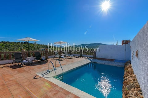 Holiday home with spacious outdoors in the countryside of Alozaina