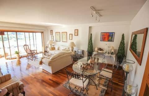 Grand appartement accueillant | Balcon