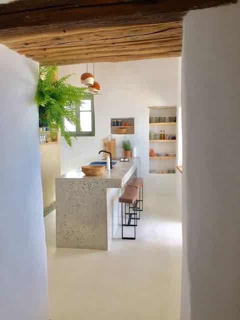 COZY: an eccentric abode w/ sea view in Isternia ❂
