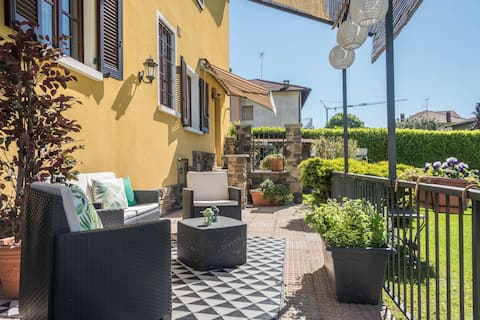 Holiday Apartment Tina's Yellow Home with Mountain View, Wi-Fi, Terrace & Garden