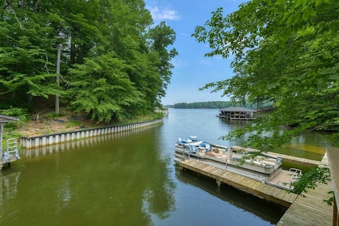 The Lake Lodge: Private Slip, Lake Access, Hot Tub
