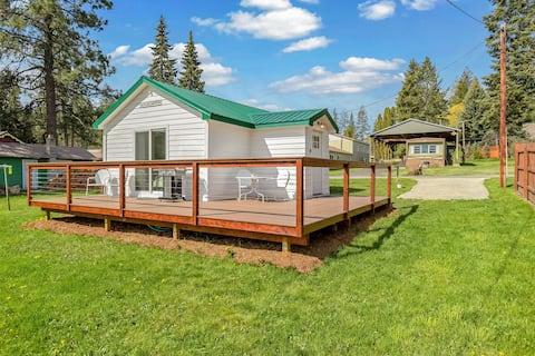 ¡Cabaña elegante de los años 50 W/cubierta grande, parrilla de gas, cocina completa, WiFi gratis!