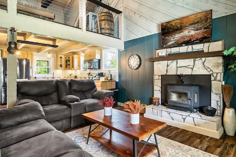 Stunning Farmhouse Cabin w/ Hot Tub and Game Room