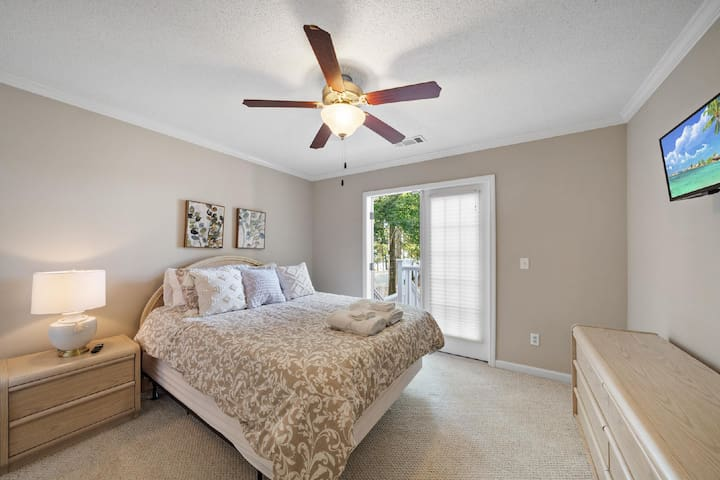 Queen Bedroom with access to the outside stairs