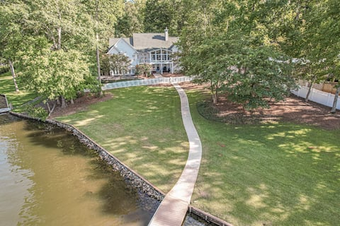 Relaxing Waterfront w/ Pool Table, Dock, Easy Drive