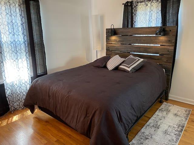 Bedroom 3 - Queen back bedroom