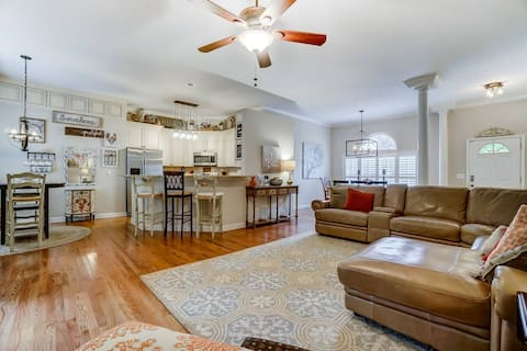 Newly Listed! - Lake Norman Retreat (House) - PET FRIENDLY - Fire pit / BBQ - Private parking - WIFI