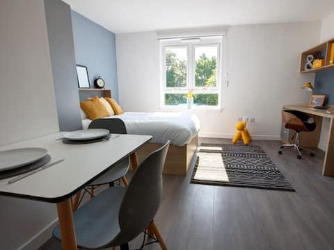 Bright and Clean Studio Aberdeen