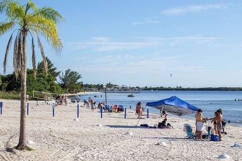 Manatee, Studio202, Beach steps away! Pool+WiFi